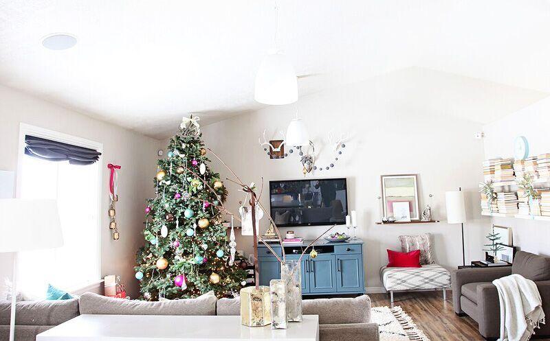 familyroomchristmas2